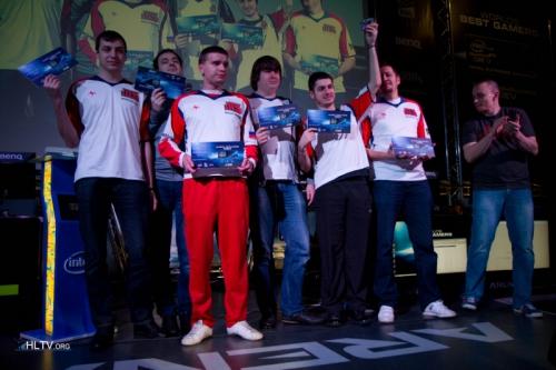 Moscow Five - бронзовые призёры. Слева-направо: Fox, xek, ROMJke, Dosia, ED1K.