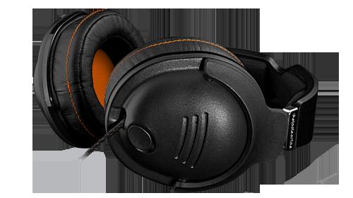 Девайсы: Общий план наушников SteelSeries 9H. Головка микрофона виднеется из левой чашки